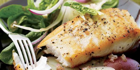 Saut & # x00E9 ed Halibut with Shaved Fennel Salad