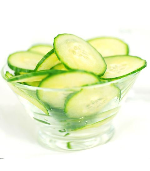 mangkuk of sliced cucumbers